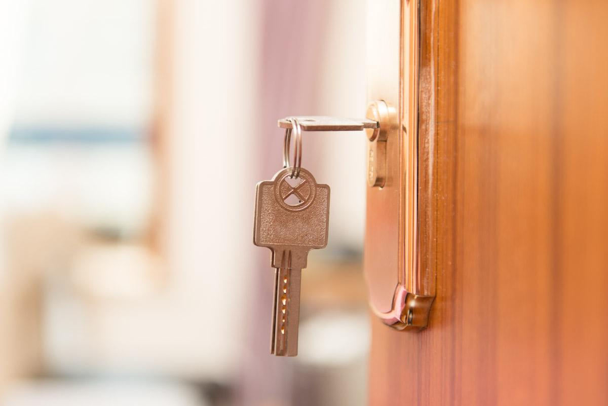 Kaip pradėti durų ir langų gamybos verslą?