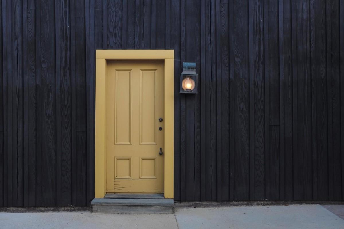 Ar verta Lietuvoje investuoti į šarvuotas lauko duris?